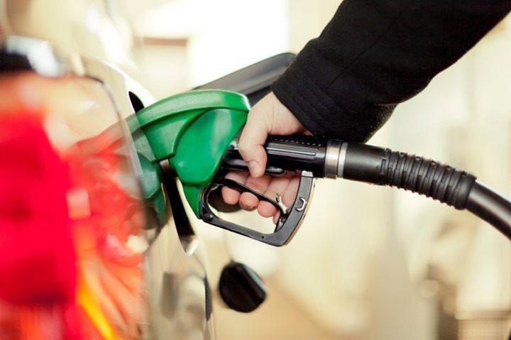 Carros movidos apenas à gasolina podem abastecer com álcool? Descubra